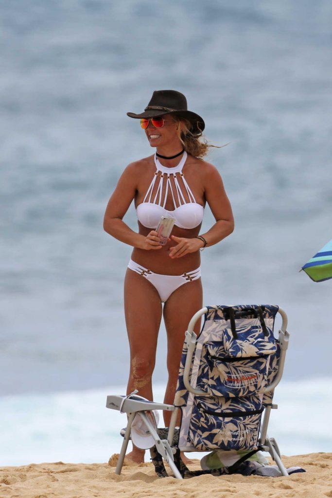 Britney Spears Wearing a Bikini at the Beach in Hawaii 08/05/2016-2