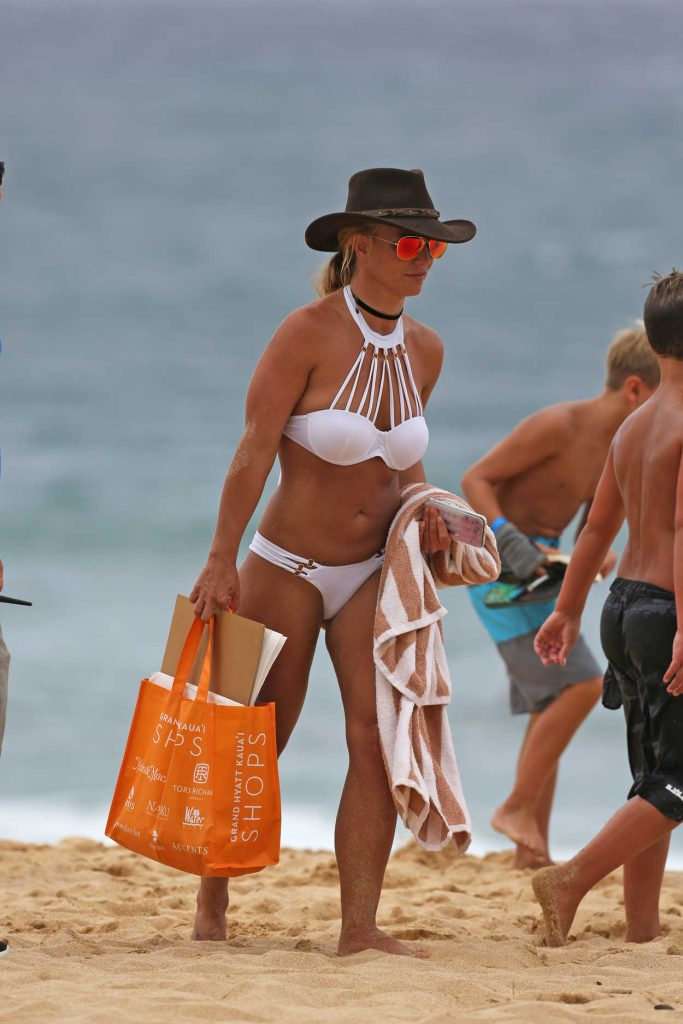Britney Spears Wearing a Bikini at the Beach in Hawaii 08/05/2016-4
