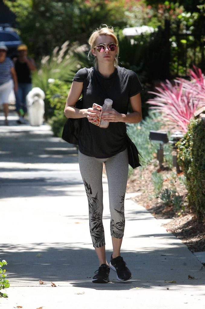 Emma Roberts Leaves a Friends House in Beverly Hills 08/11/2016-1