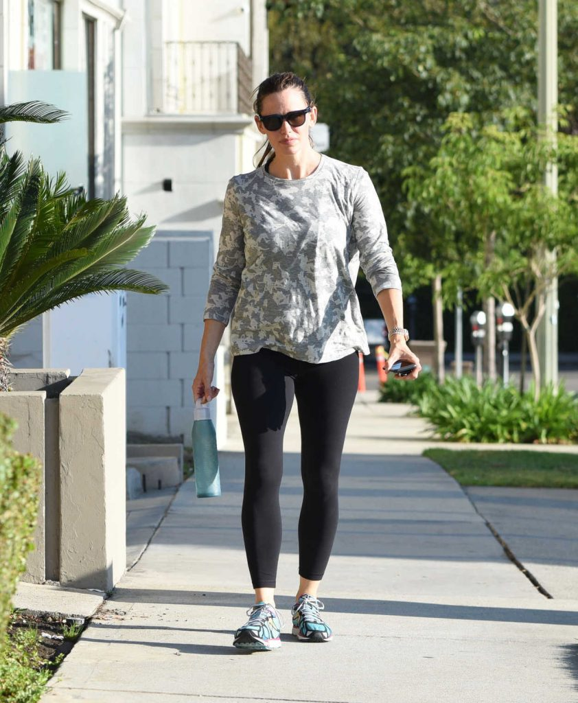 Jennifer Garner Was Spotted Out in Brentwood 08/12/2016-4