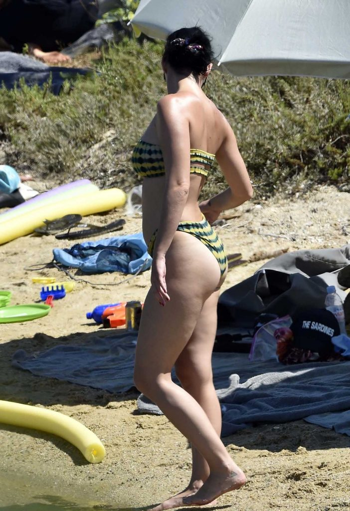 Katy Perry Wearing Bikini at the Beach in Italy 08/03/2016-3