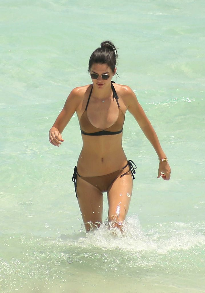 Kendall Jenner in Bikini at the Beach in Turks and Caicos 08/12/2016-1