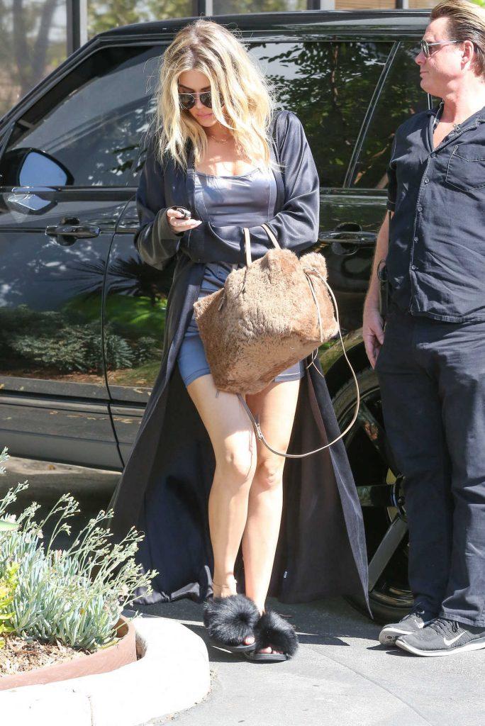 Khloe Kardashian Arrives to Thousand Oaks Studios 08/12/2016-2