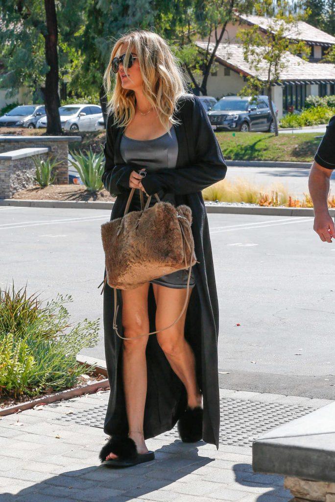 Khloe Kardashian Arrives to Thousand Oaks Studios 08/12/2016-3