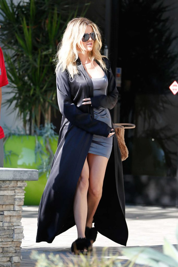 Khloe Kardashian Arrives to Thousand Oaks Studios 08/12/2016-4