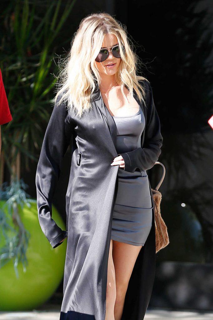 Khloe Kardashian Arrives to Thousand Oaks Studios 08/12/2016-6