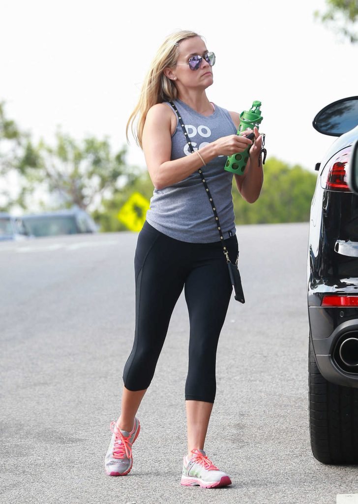 Reese Witherspoon Was Seen Out in Brentwood 08/04/2016-3
