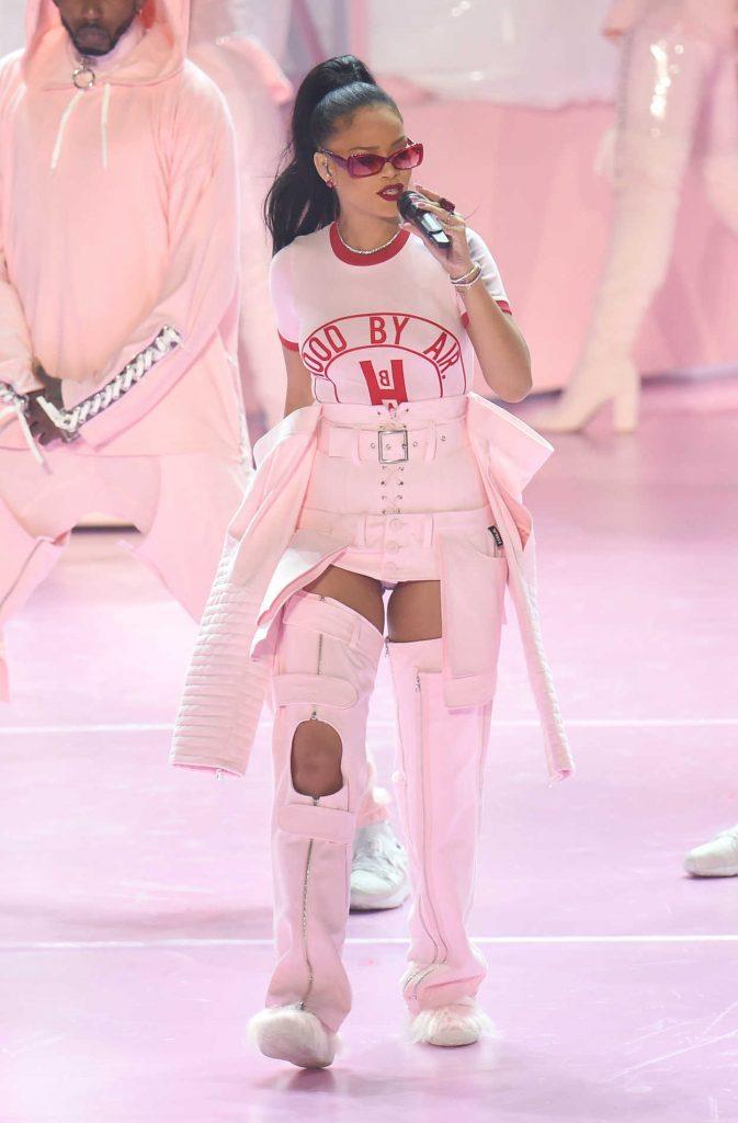 Rihanna at 2016 MTV Video Music Awards at Madison Square Garden in New York 08/28/2016-3