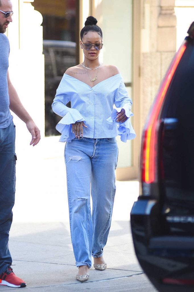 Rihanna Leaves Her Apartment in SoHo, NYC 08/26/2016-3