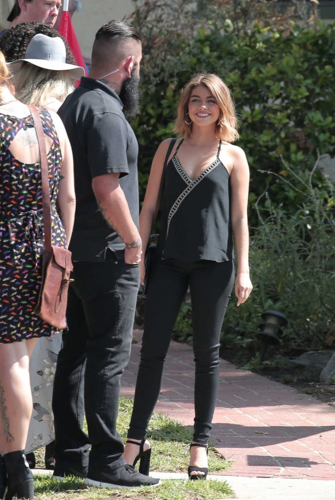 Sarah Hyland on the Set of Modern Family in Los Angeles 08/12/2016-2