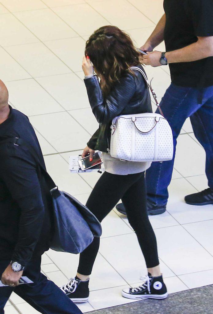Selena Gomez at Brisbane Airport in Australia 08/12/2016-1