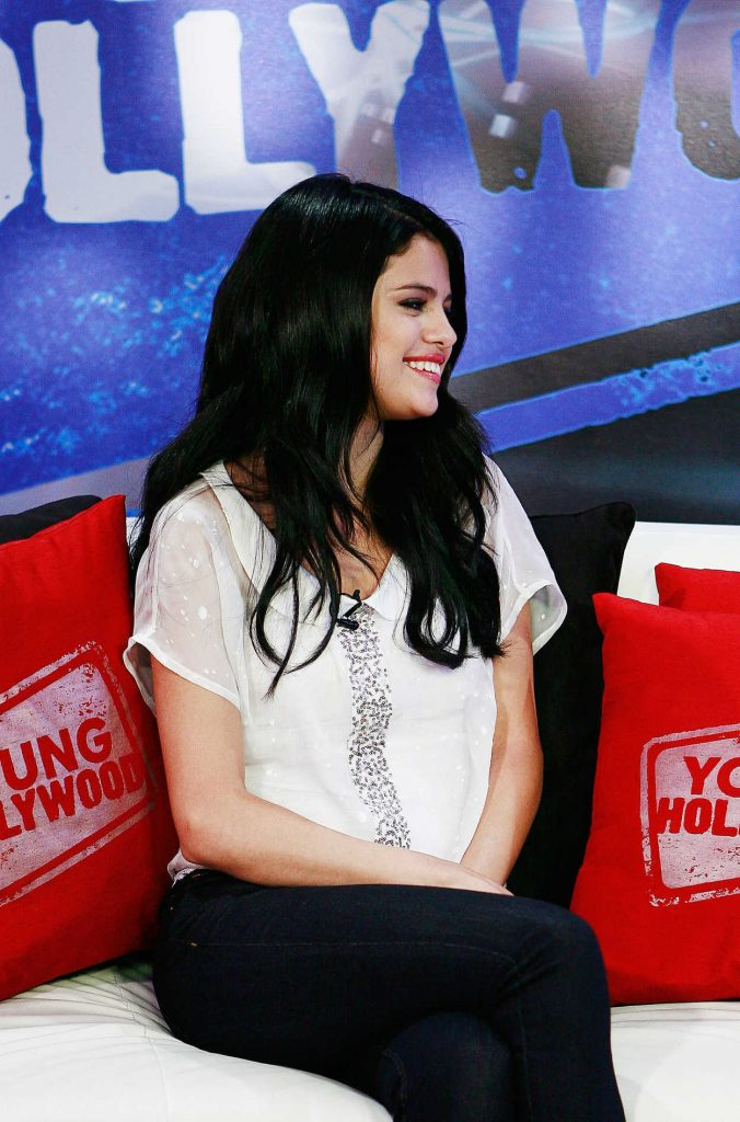 Selena Gomez Visits Young Hollywood Studio in Los Angeles 08/04/2016-1