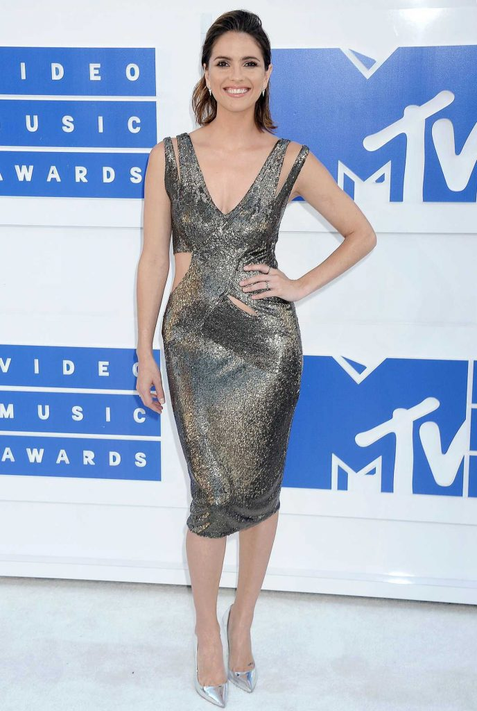 Shelley Hennig at 2016 MTV Video Music Awards at Madison Square Garden in New York 08/28/2016-1