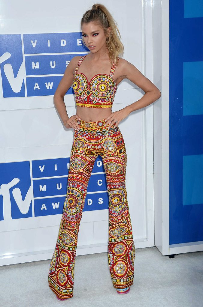 Stella Maxwell at 2016 MTV Video Music Awards at Madison Square Garden in New York 08/28/2016-2