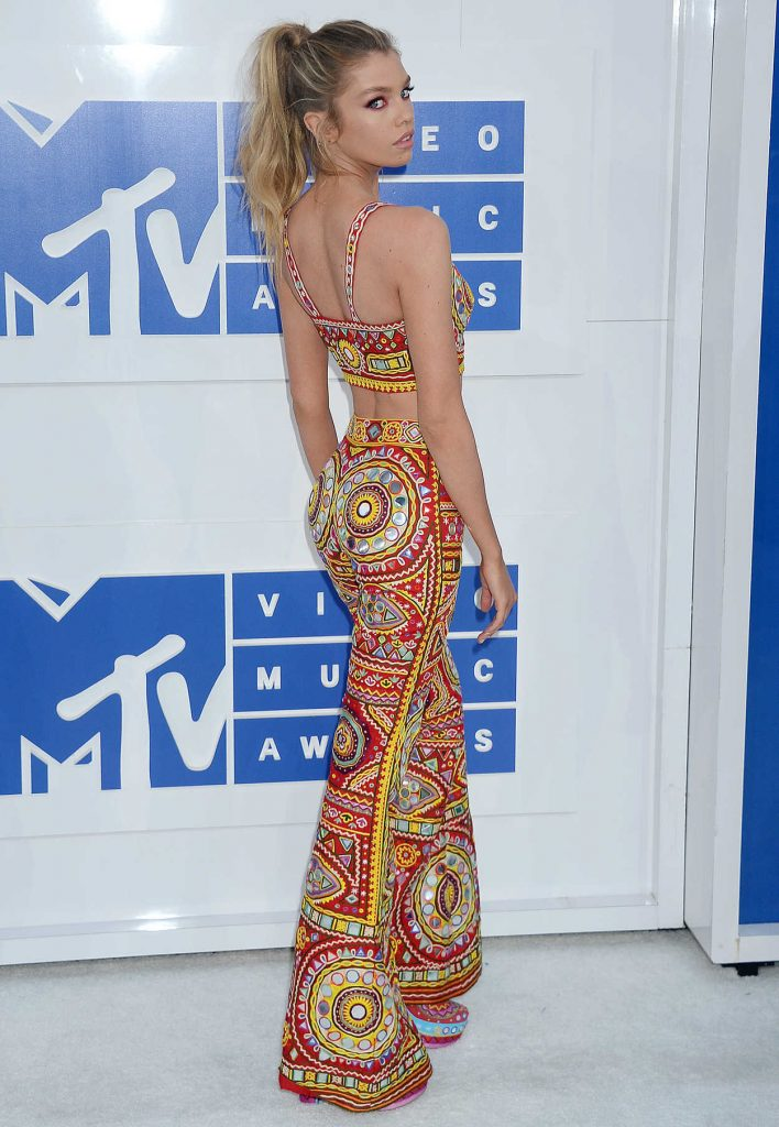 Stella Maxwell at 2016 MTV Video Music Awards at Madison Square Garden in New York 08/28/2016-4