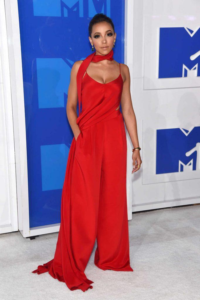 Tinashe at 2016 MTV Video Music Awards at Madison Square Garden in New York 08/28/2016-1