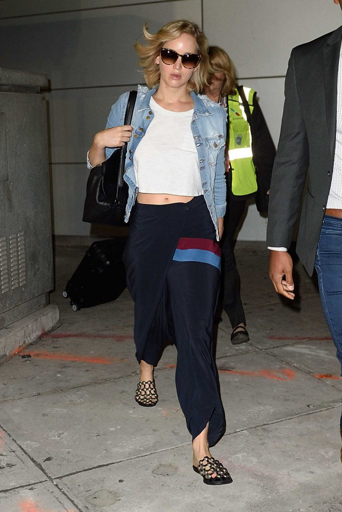 Jennifer Lawrence Arrives at JFK Airport in New York 09/23/2016-1