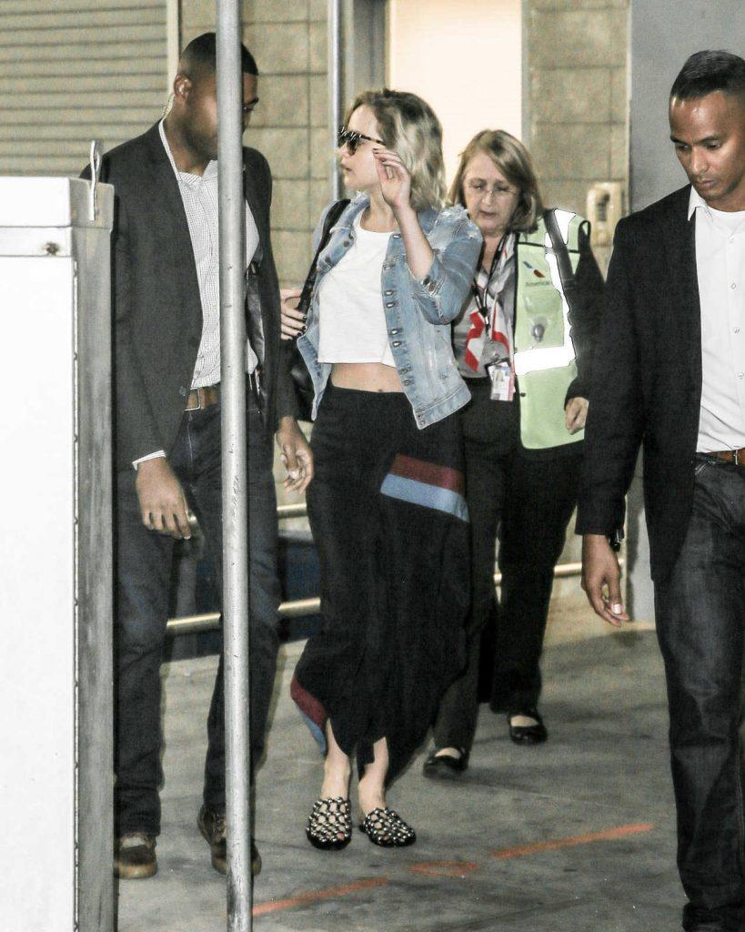 Jennifer Lawrence Arrives at JFK Airport in New York 09/23/2016-2