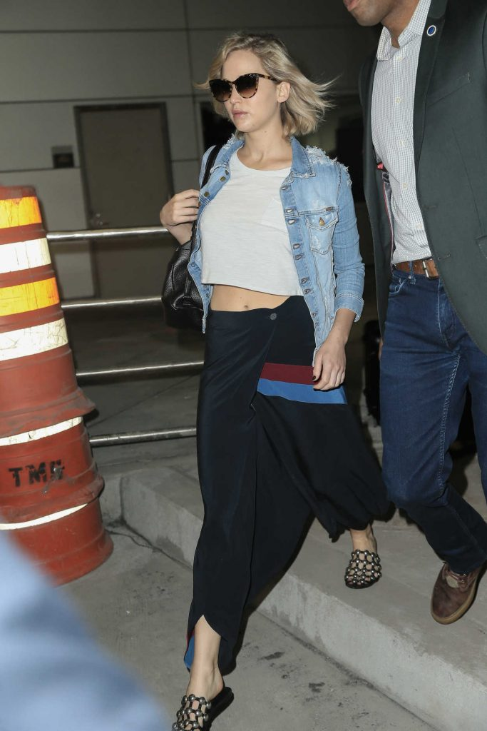 Jennifer Lawrence Arrives at JFK Airport in New York 09/23/2016-3