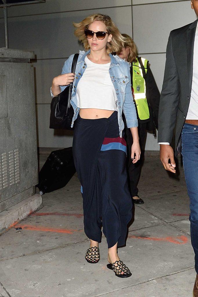Jennifer Lawrence Arrives at JFK Airport in New York 09/23/2016-5