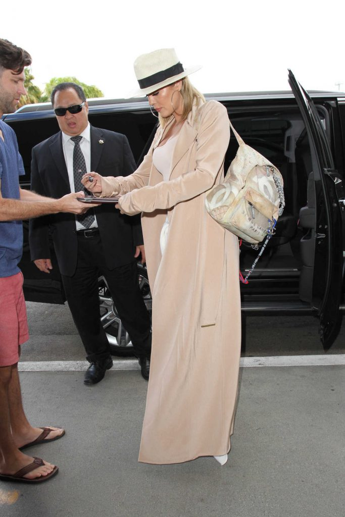 Khloe Kardashian Was Seen at LAX Airport in Los Angeles 09/13/2016-4