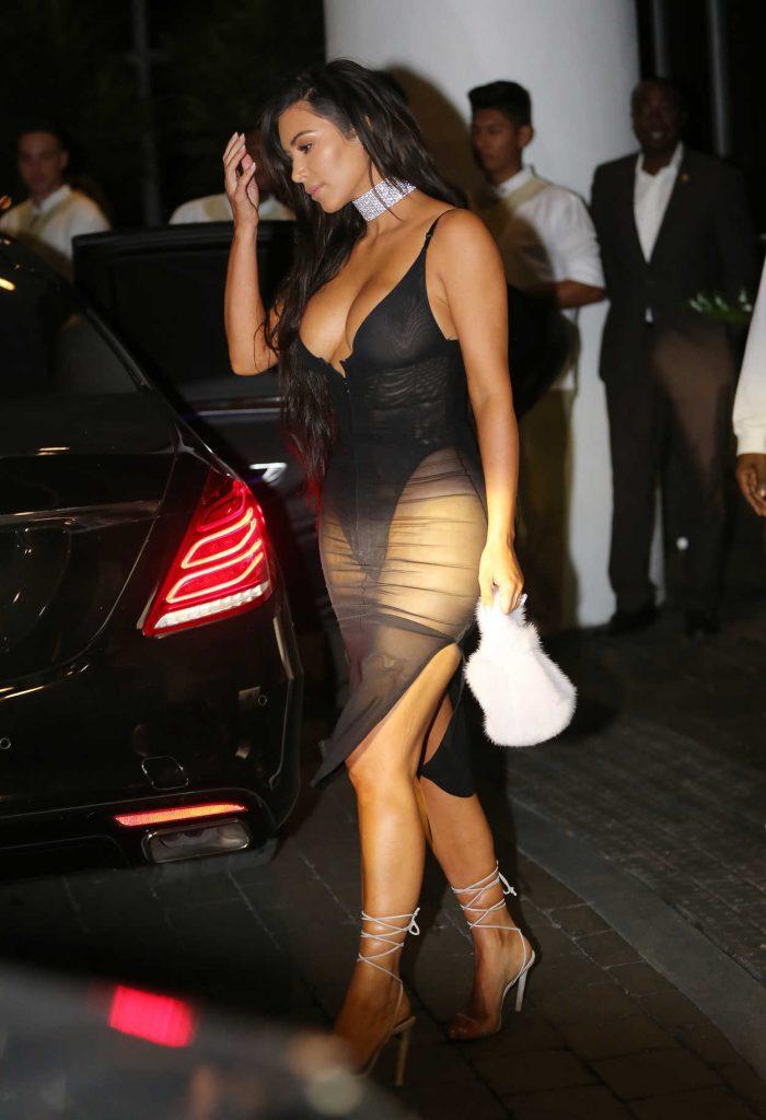 Kim Kardashian Leaves Her Hotel in Miami 09/17/2016-2