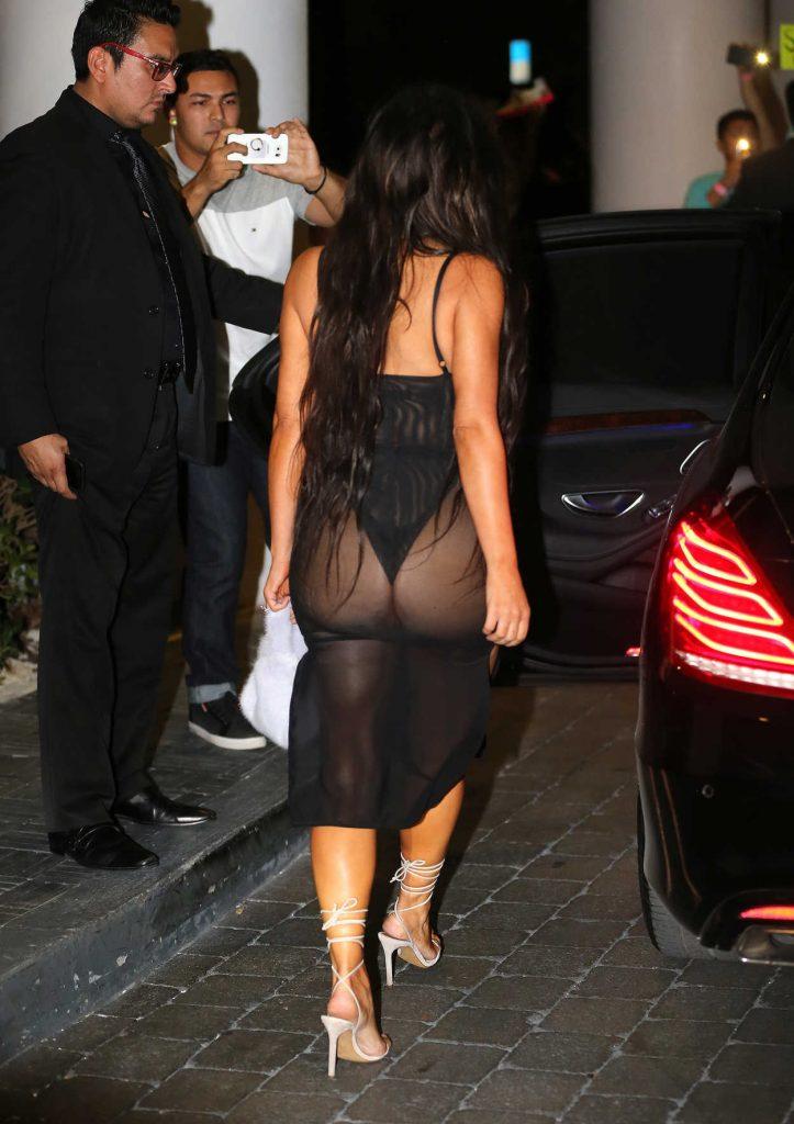 Kim Kardashian Leaves Her Hotel in Miami 09/17/2016-3