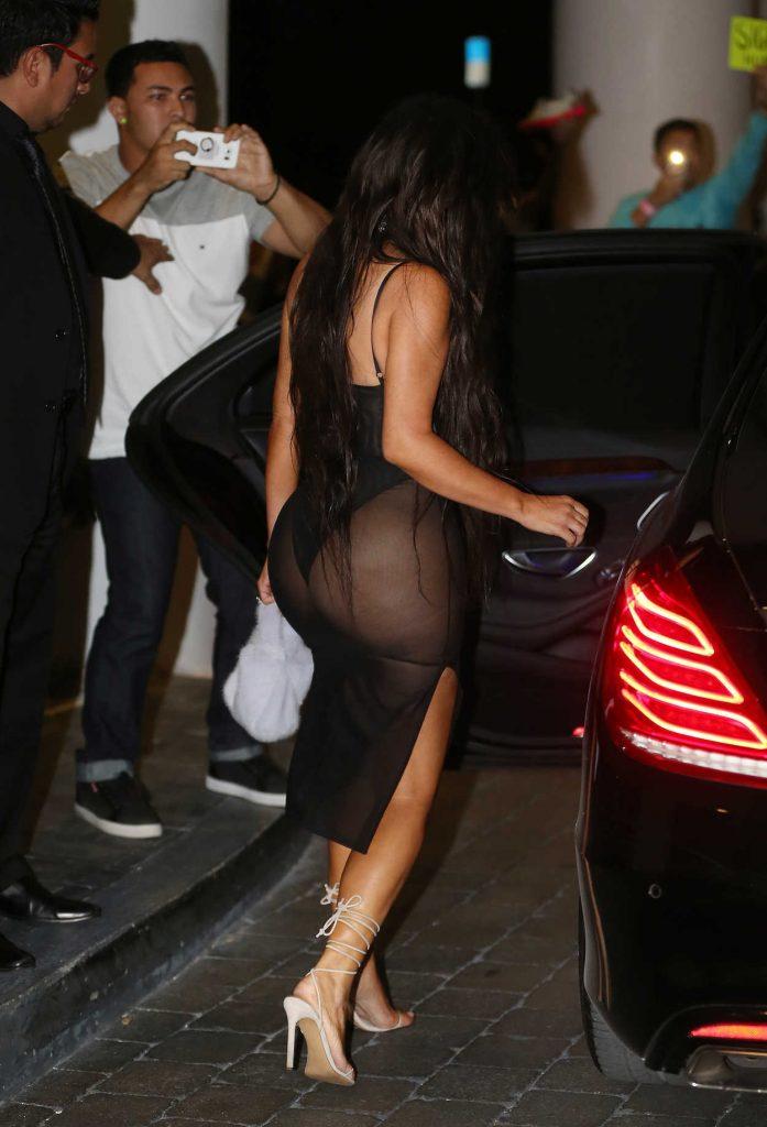 Kim Kardashian Leaves Her Hotel in Miami 09/17/2016-4