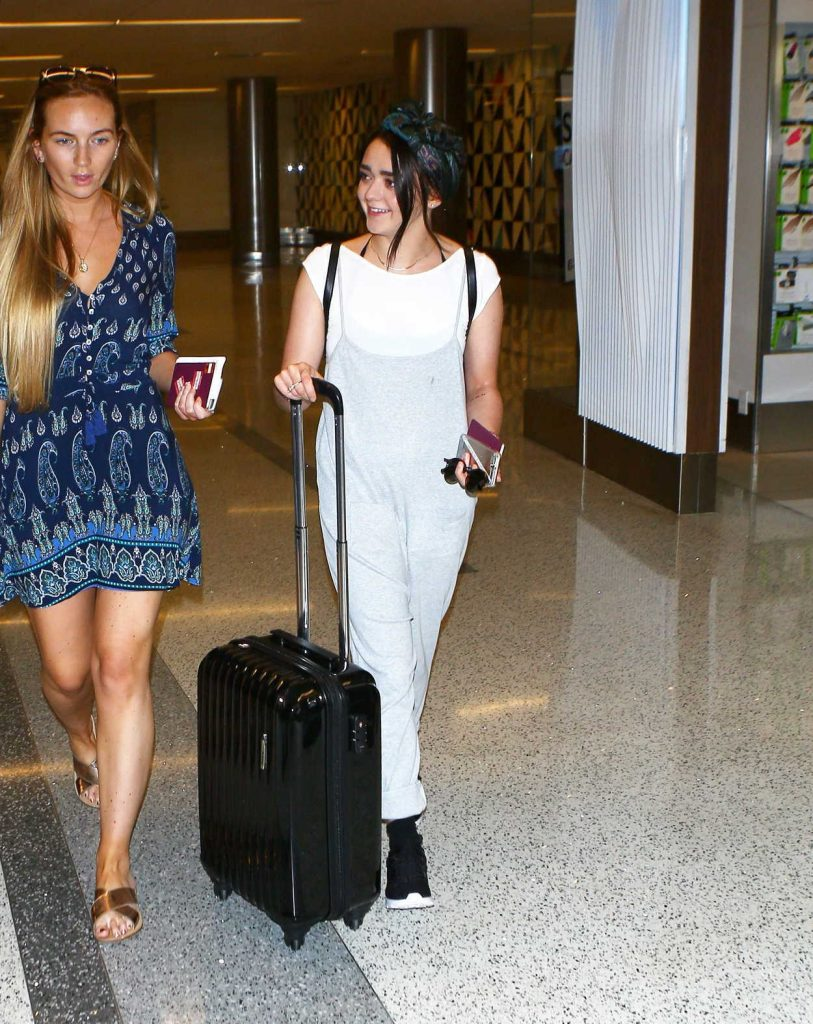 Maisie Williams Leaves a LAX Airport in Los Angeles 09/17/2016-2
