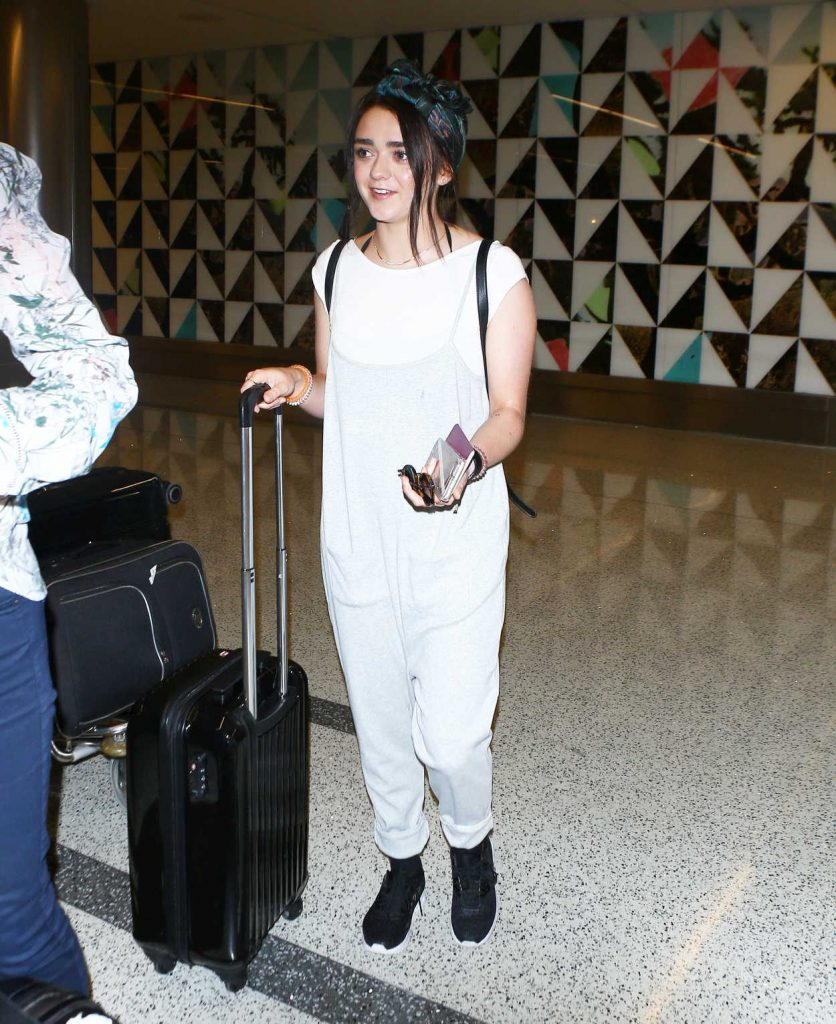 Maisie Williams Leaves a LAX Airport in Los Angeles 09/17/2016-3