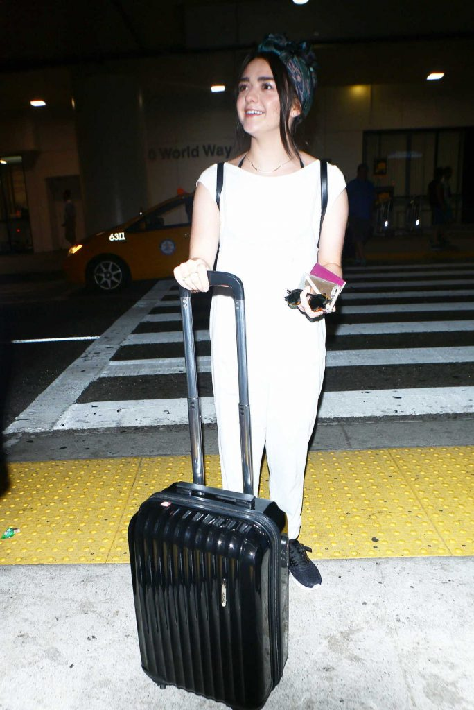 Maisie Williams Leaves a LAX Airport in Los Angeles 09/17/2016-4
