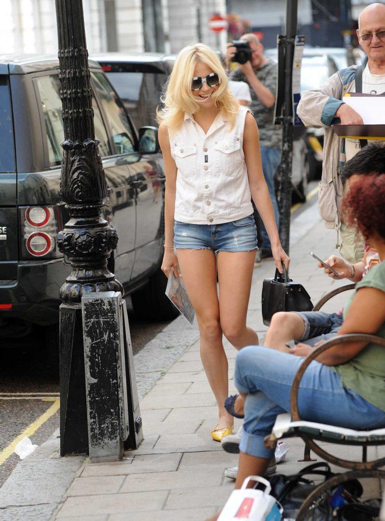 Pixie Lott Was Seen Out in London 08/31/2016-3