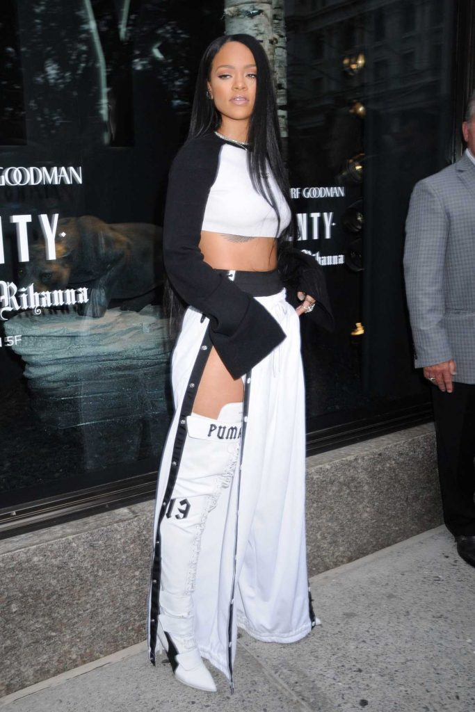 Rihanna Arrives to Rihanna x Puma Fenty Rihanna Debut in New York 09/06/2016-1