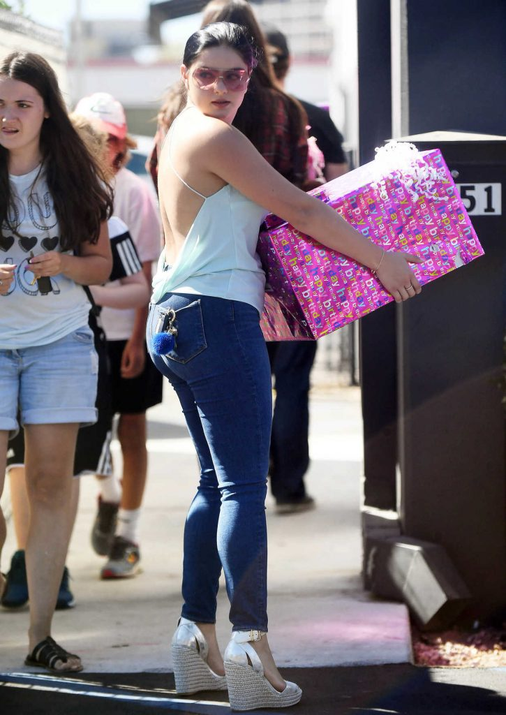 Ariel Winter Was Seen With a Large Package in Los Angeles 10/01/2016-1
