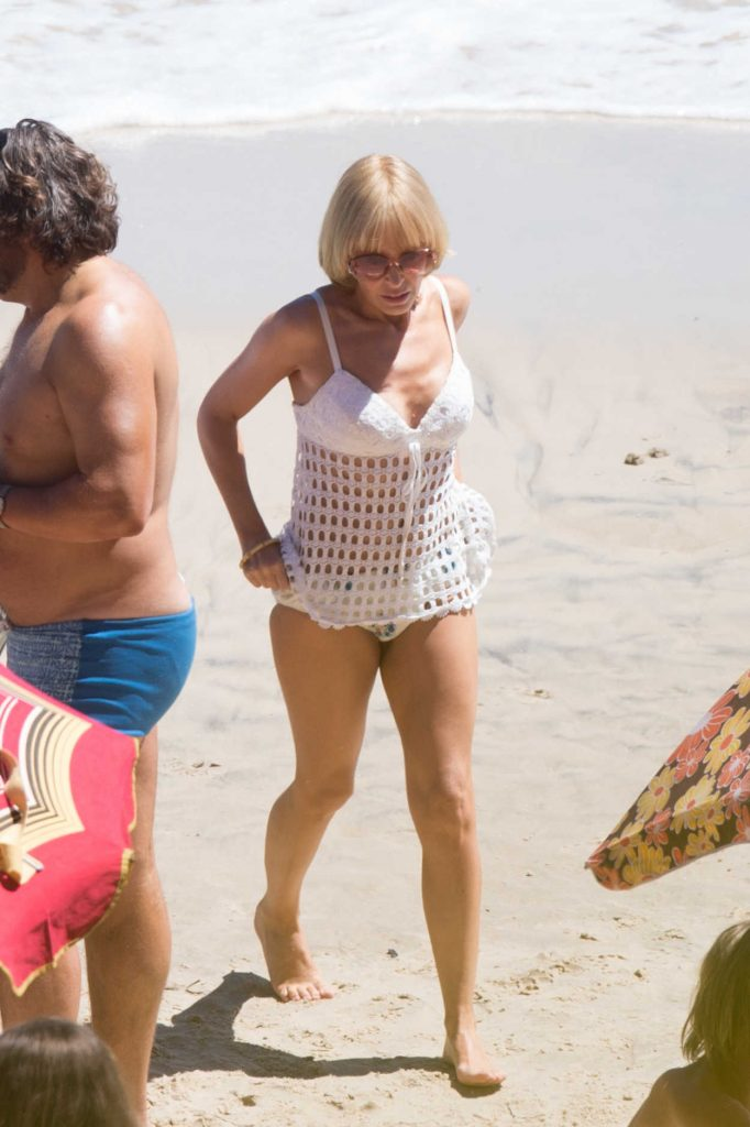 Kylie Minogue Films Scenes at the Beach on the Gold Coast 10/18/2016-1