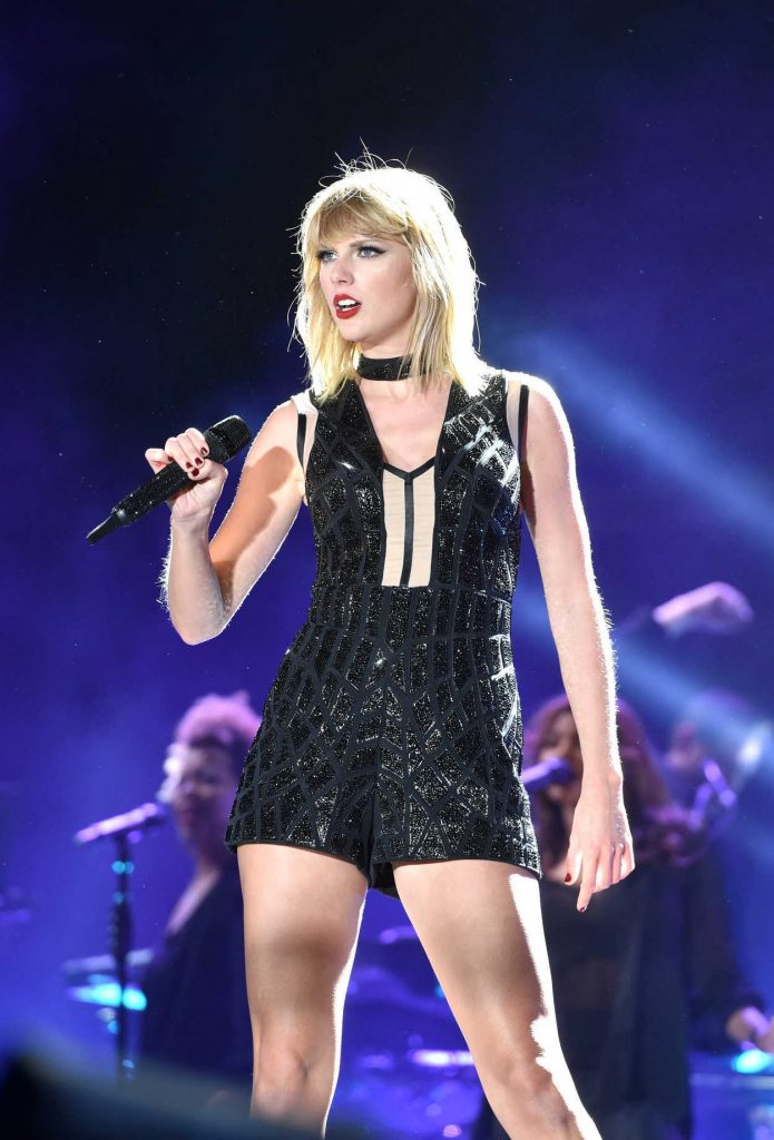 Taylor Swift Perfoms in Austin, Texas 10/22/2016-3