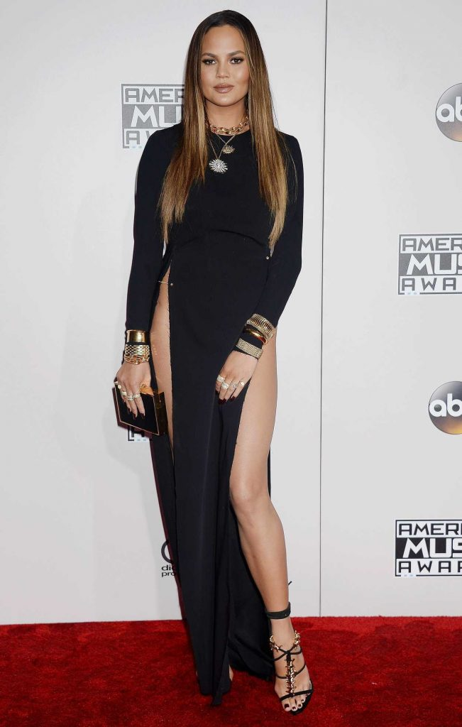 Chrissy Teigen at the 2016 American Music Awards at the Microsoft Theater in Los Angeles 11/20/2016-1