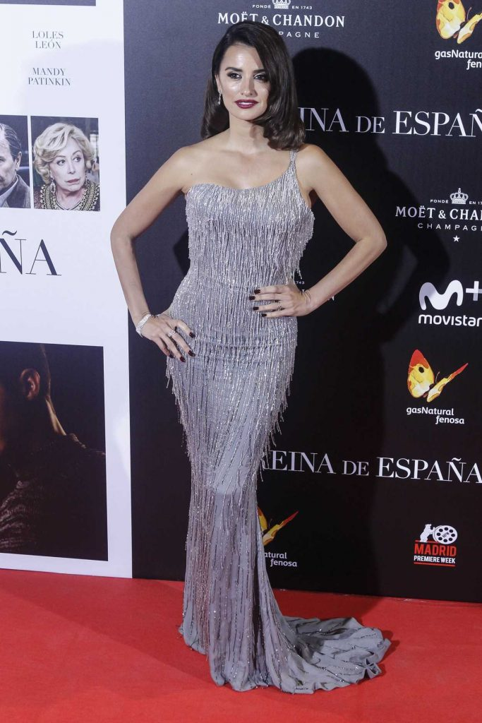 Penelope Cruz at The Queen of Spain Premiere at Callao Theater in Madrid 11/24/2016-2