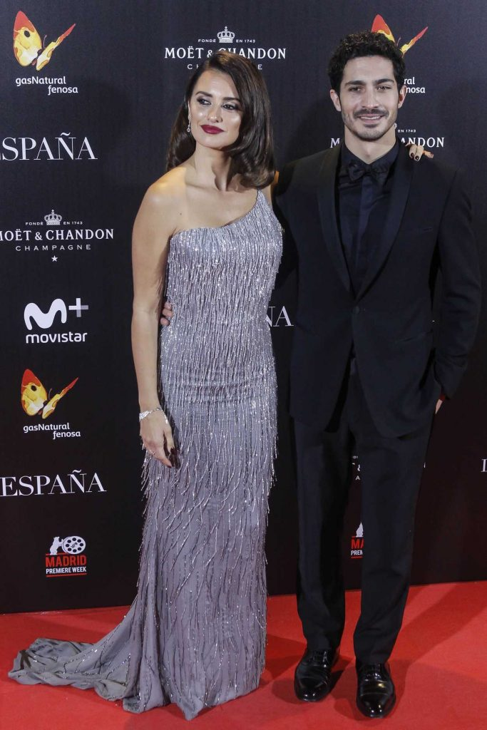 Penelope Cruz at The Queen of Spain Premiere at Callao Theater in Madrid 11/24/2016-3