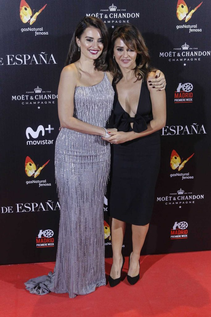 Penelope Cruz at The Queen of Spain Premiere at Callao Theater in Madrid 11/24/2016-5