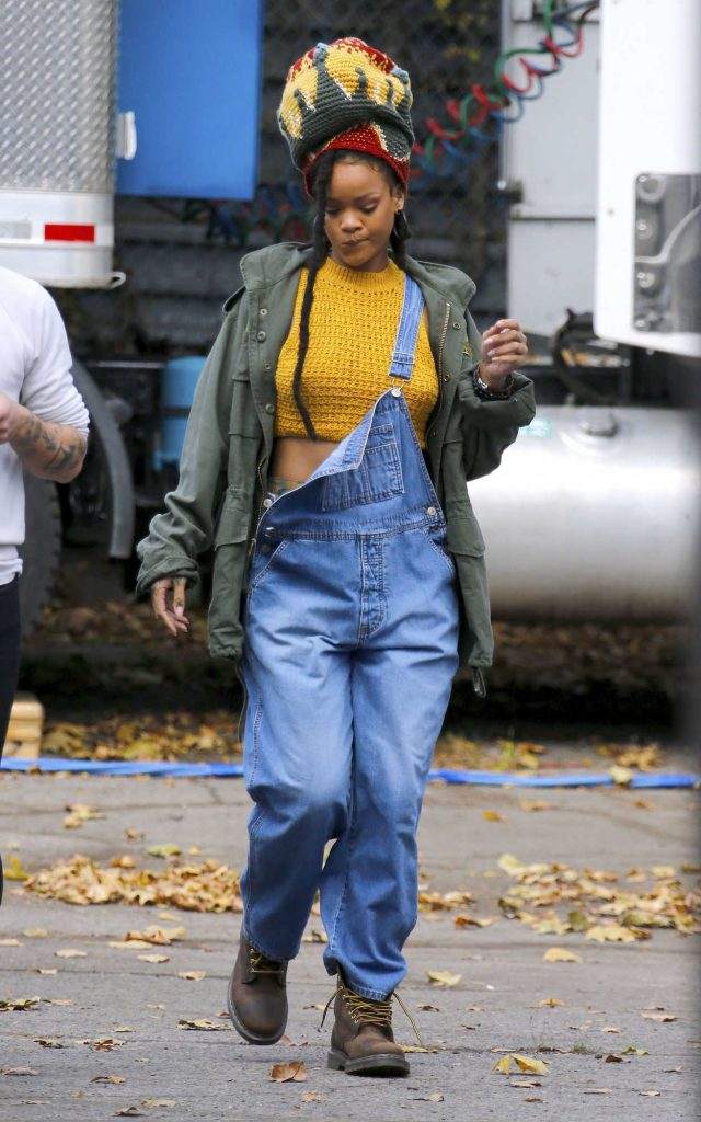Rihanna on the Set of Ocean's Eight in New York City 11/04/2016-1