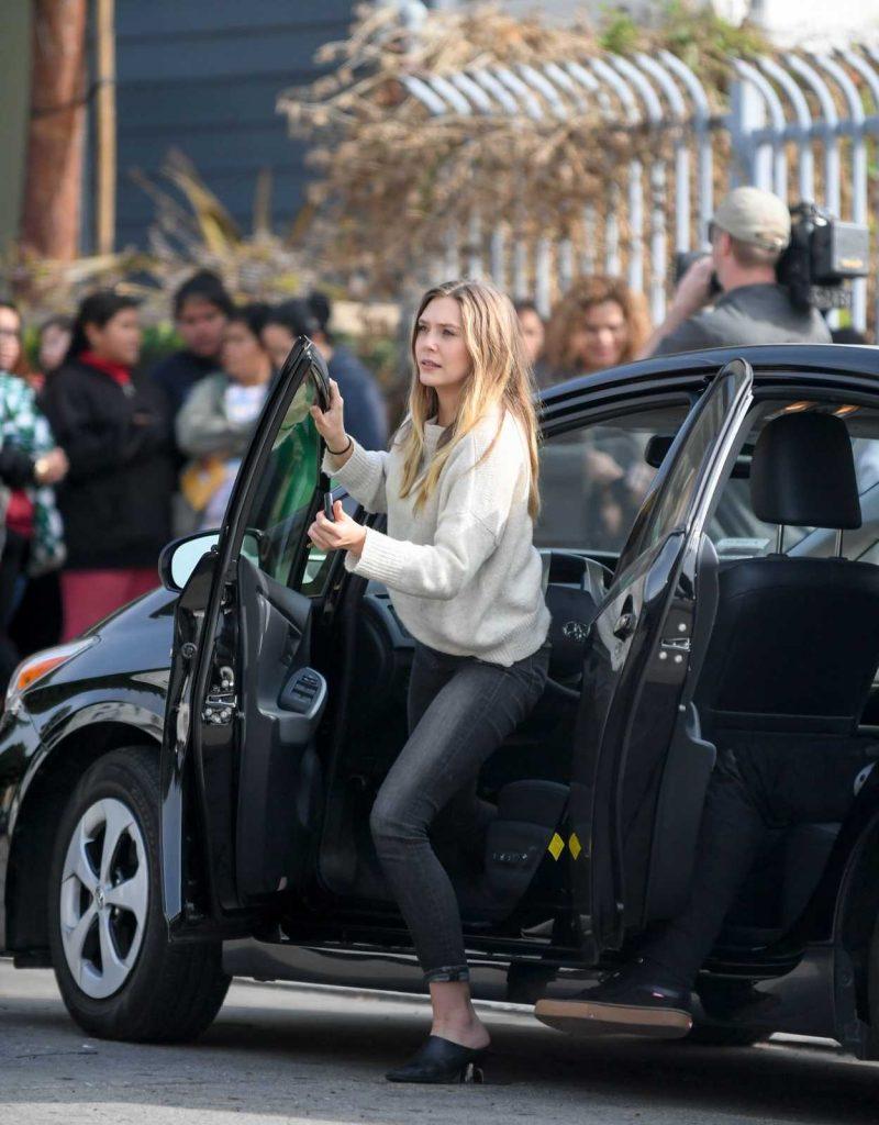 Elizabeth Olsen Was Seen Out in Los Angeles 12/13/2016-2