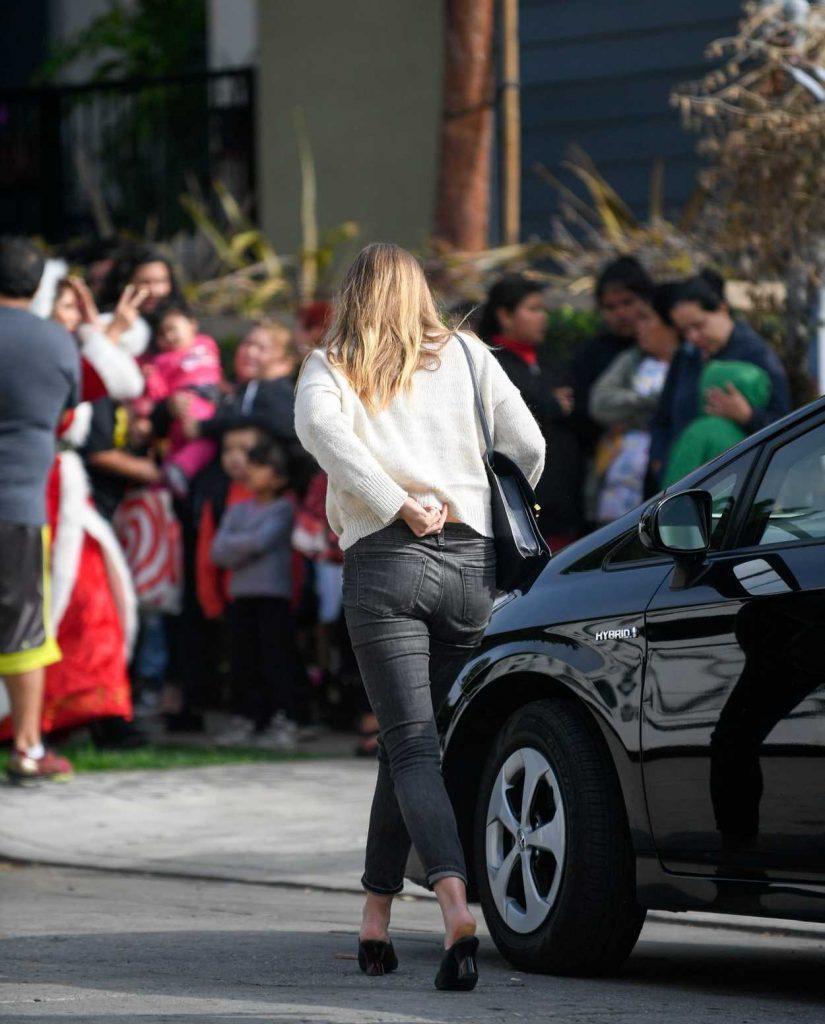 Elizabeth Olsen Was Seen Out in Los Angeles 12/13/2016-3