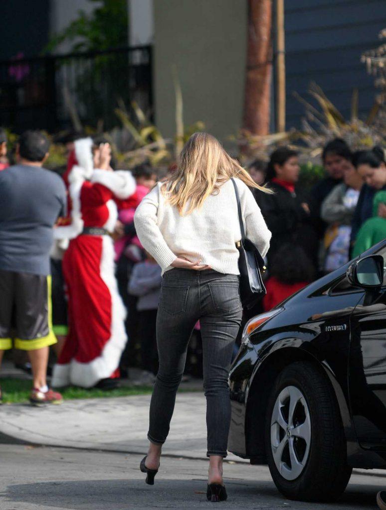 Elizabeth Olsen Was Seen Out in Los Angeles 12/13/2016-4