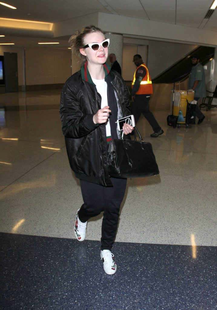 Elle Fanning at LAX Airport in Los Angeles 12/08/2016-1