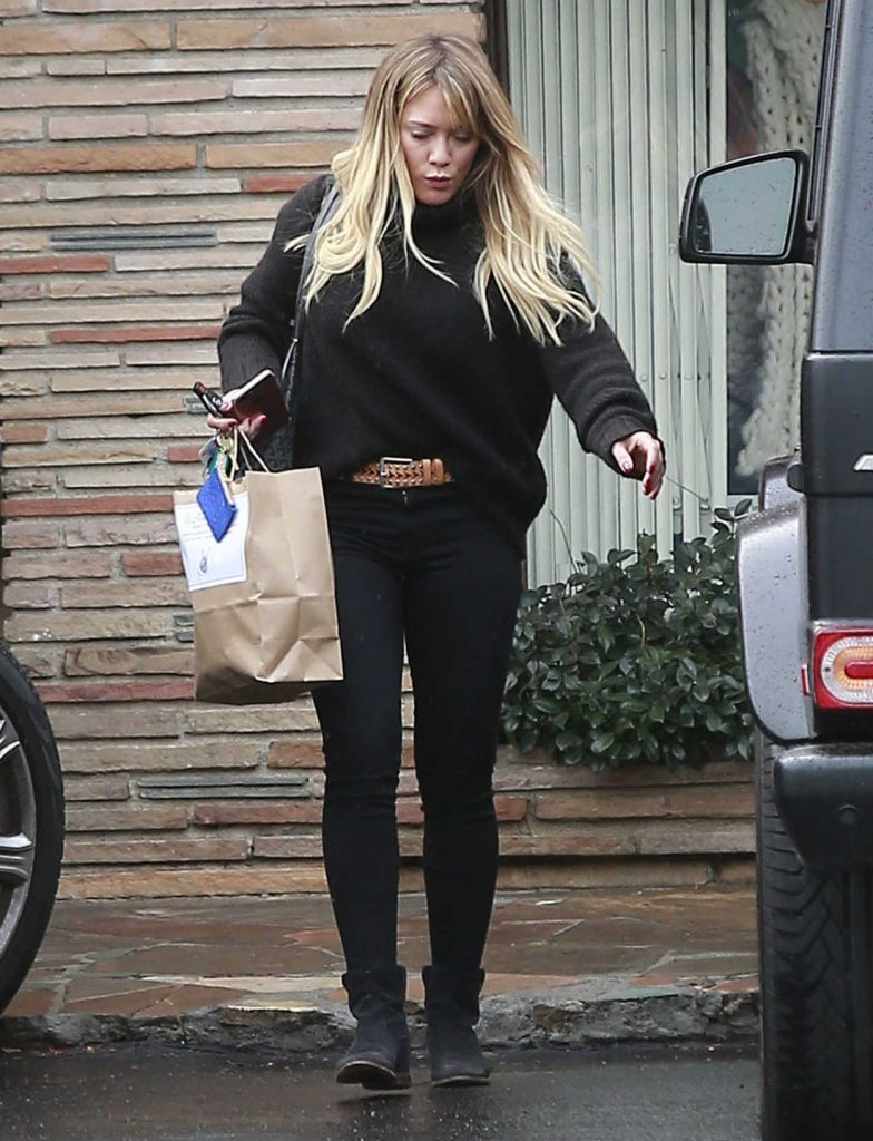 Hilary Duff Out Shopping at a Framing Store in Studio City 12/22/2016-1