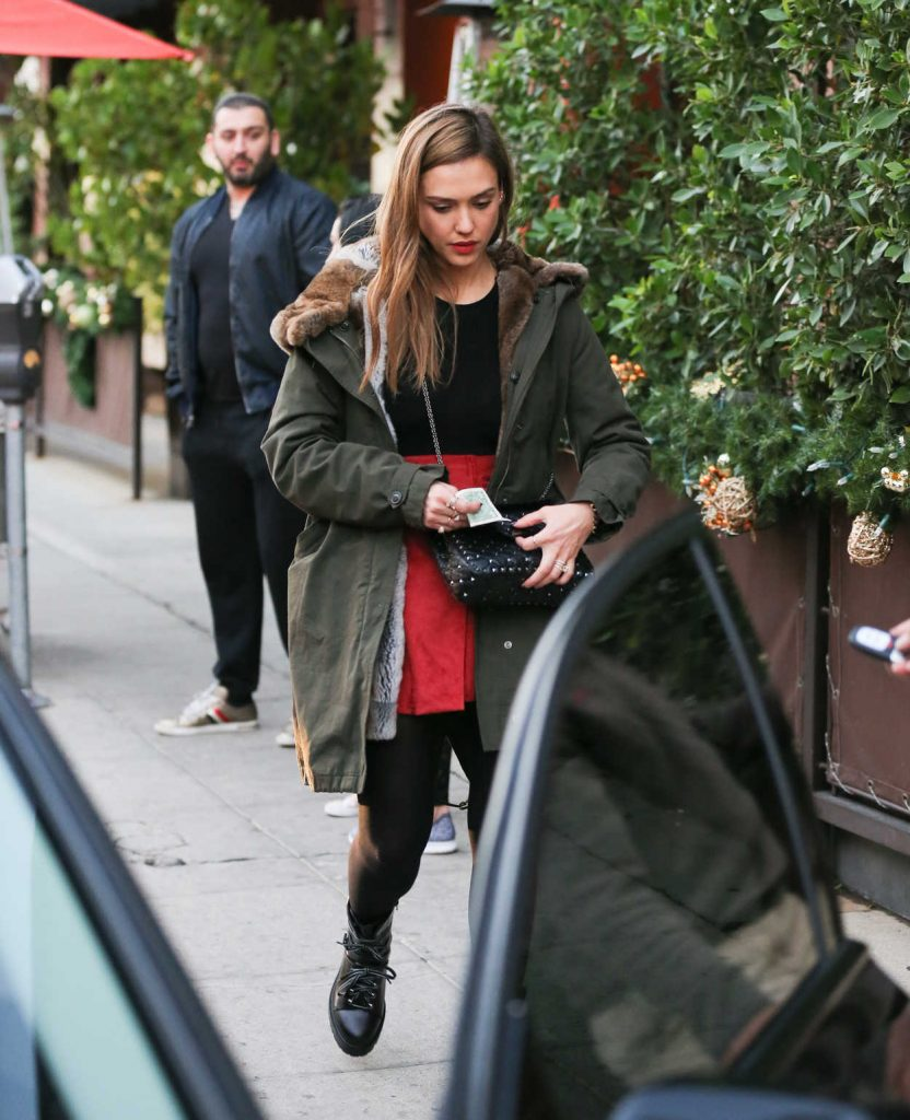 Jessica Alba Was Seen Out in Beverly Hills 12/22/2016-1
