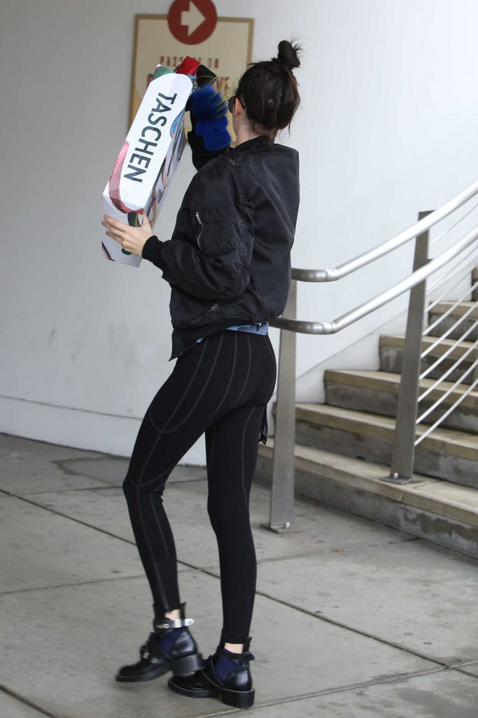 Kendall Jenner Goes Shopping in Beverly Hills 12/16/2016-4