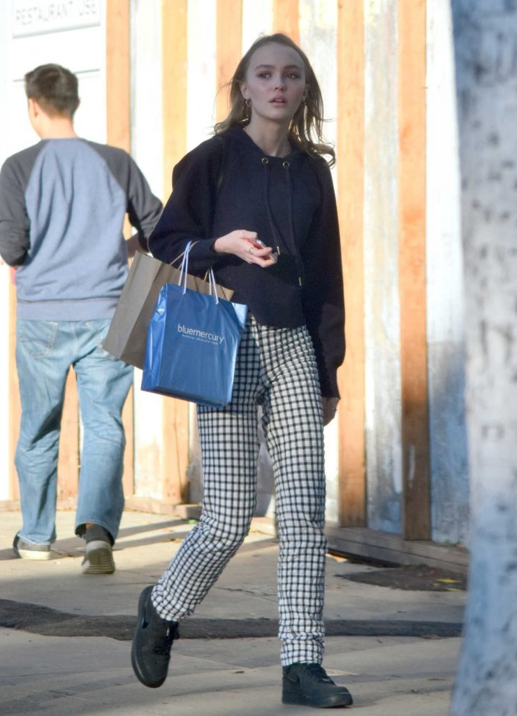 Lily-Rose Depp Goes Shopping With a Friend in Los Angeles 12/17/2016-2