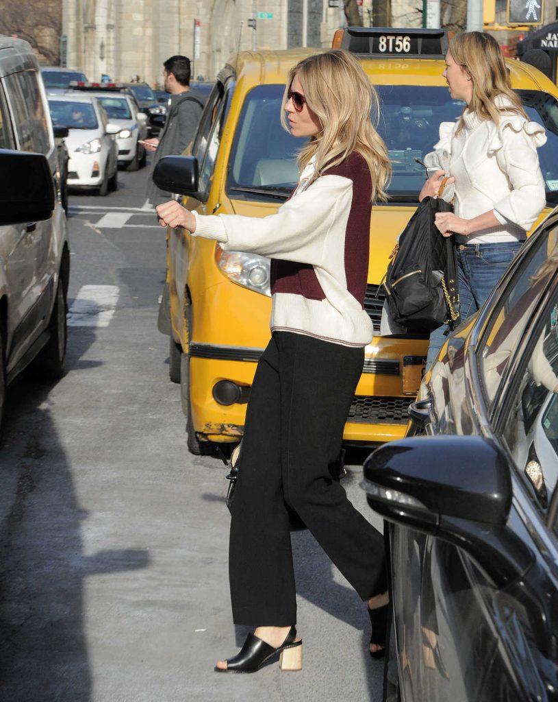 Sienna Miller Was Seen Out in Manhattan, New York 12/13/2016-4